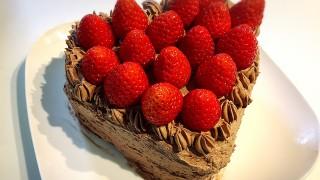 5歳の息子も、市販のキットで簡単手作りバレンタインケーキ