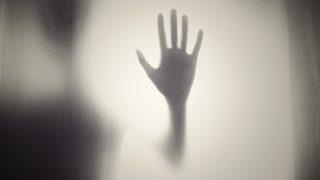 ブログ管理人の衝撃の実話。恐怖、『壁にしがみついていた男』